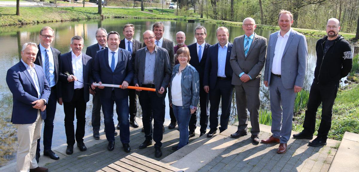Digitalisierung im Kreis Lippe: Vertragsunterzeichnung für den Breitbandausbau in lippischen Gewerbegebieten